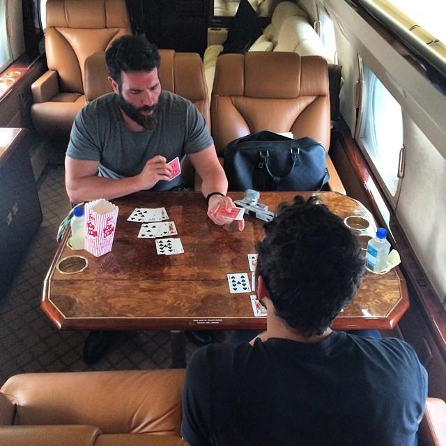 Однако то, как быстро он их просадил в покер и кости даже по стандартам азартных игр, всё же потрясает. Отец Билзеряна даже пытался отговорить его играть дальше.