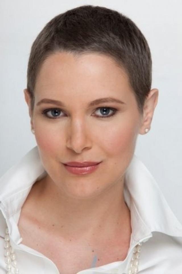 В феврале 2010 года у Эвы была диагностирована запущенная стадия рака молочной железы и прошла 8-месячный курс лечения.