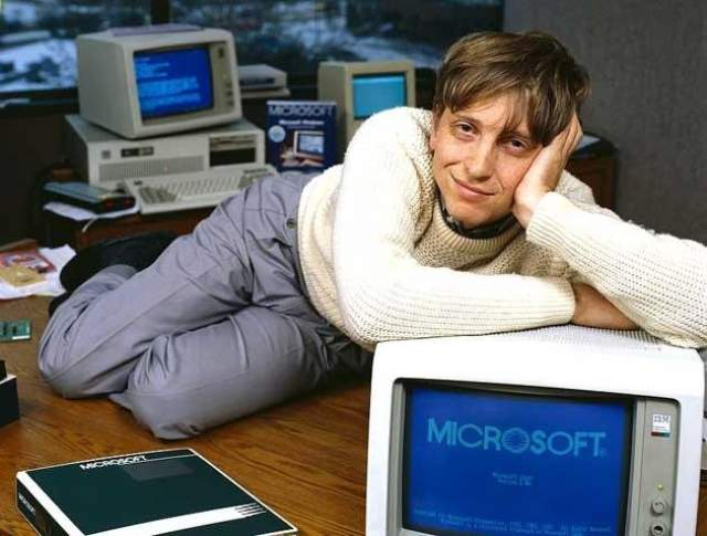 """Уильям Генри Гейтс III, или Билл Гейтс, предприниматель, 62 года. Учился, как говорят, в """"крутой"""" школе, но кроме компьютеров ни в чем не имел успеха. Он почти не умел писать, а историю и географию считал тривиальными науками. Однако в математике у него были всегда высшие балы."""