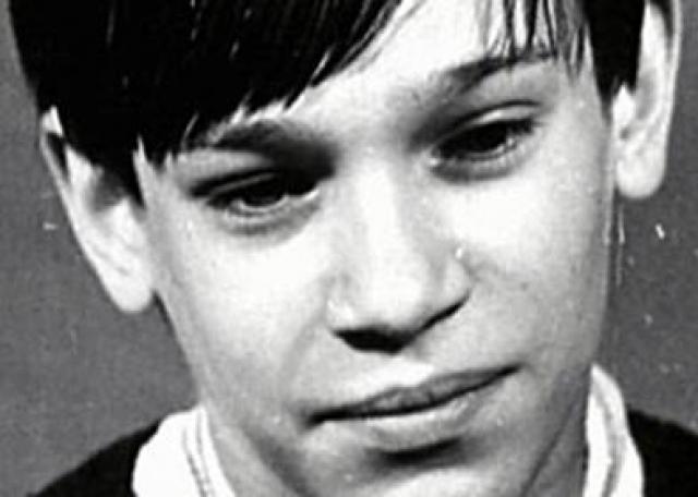 17 мая 1975 года на творческом вечере поэта Роберта Рождественского Парамонов впервые почувствовал, что не может владеть своим голосом - у него началась голосовая мутация, а петь во время полового созревания мальчику нельзя, но Сергей продолжал выступать.