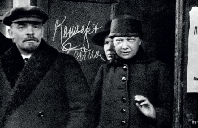 Когда тяжело заболел сам Ленин, Крупская изо всех сил старалась вылечить его, и на короткие промежутки времени ей удавалось ставить его на ноги, пока здоровье не стало совсем безнадежным.