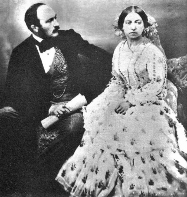 Королева Виктория. В то время как Елизавета II вышла замуж за своего троюродного брата, Виктория вовсе выбрала двоюродного, Альберта Саксен-Кобург-Готского, в 1840 году.