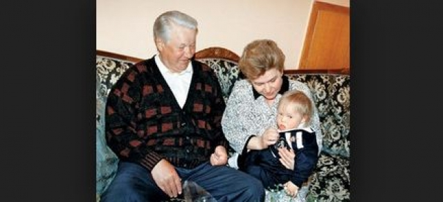 Татьяна Юмашева. Синдромом Дауна страдает и внук первого президента Российской Федерации – Бориса Ельцина. Мальчик появился на свет в 1995 году во втором браке его дочери Татьяны Юмашевой.