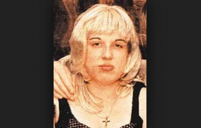 Девушку обнаружили в ее же квартире с ножевым ранением в шею. Позже выяснилось, что в пылу ссоры ее ударил ножом возлюбленный Владимир, который после ареста сразу же сознался в преступлении.