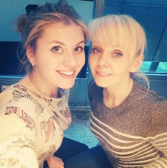 Валерия. Певица часто выкладывает в Сеть совместные фото со старшей 24-летней дочерью Анной.