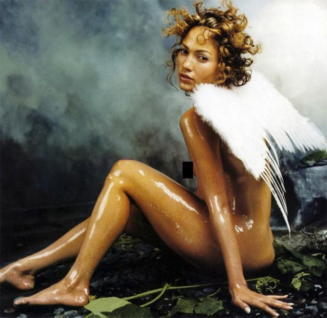 Дженнифер Лопес поучаствовала в смелой фотосессии, представ в образе обнаженного купидона в масле.