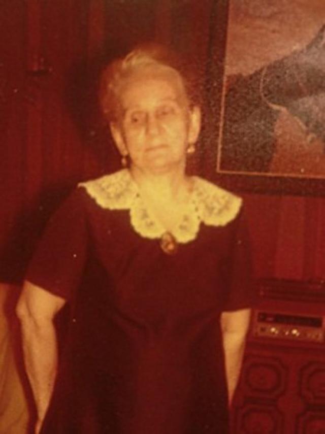Про нее известно довольно мало: она была русской эмигранткой, которая в 17 лет приплыла на Филиппины в Манилу в 1918 году вместе с другими российскими беженцами.