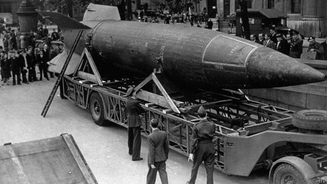 """Тогда же Бухенвальд стал одним из центров создания ракет """"Фау-2"""", на производство которых к началу 1944 года было брошено 42 тысячи узников."""