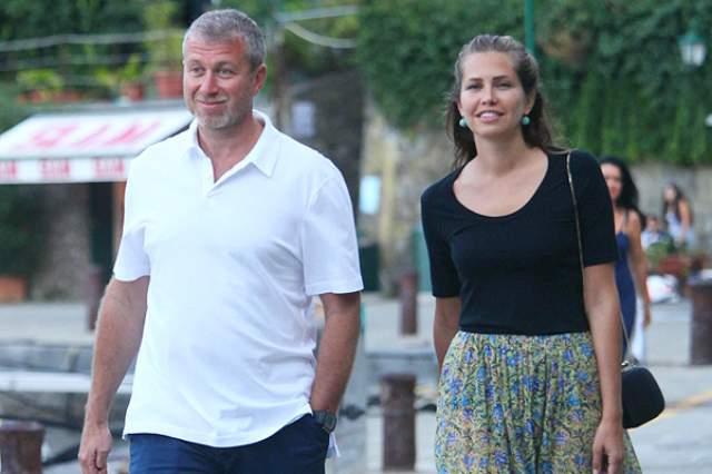 Олигарх Роман Абрамович разошелся с Дарьей Жуковой этим летом после десяти лет совместной жизни.