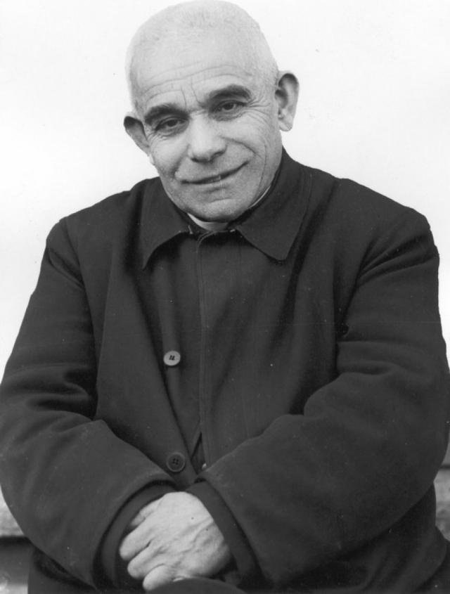 Дон Луиджи Орионе. С юных лет Луиджи решил посвятить себя религии, обучался в семинарии, всячески помогая бедным соученикам.