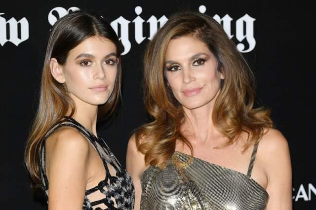 Кайя недавно дебютировала на шоу Calvin Klein, а потом сделала еще 19 показов. Ведущие бренды — от Versace до Chanel — в восторге от копии ее эталонной матери.