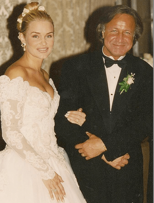 С мужем, богатейшим палестинским бизнесменом, она развелась в 2000 году из-за его измен, - буквально сразу после того, как встала на ноги. Он оставил ей несколько миллионов долларов, на которые Иоланда построила свой бизнес.