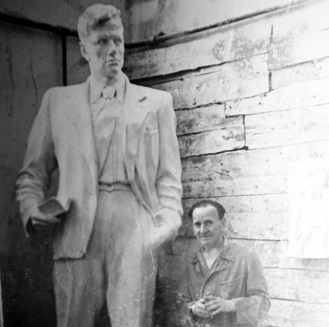 У Маяковского было двое детей. Сын Никита (Глеб-Никита) Антонович Лавинский - советский скульптор-монументалист. С его матерью, художницей Лилей Лавинской, поэт близко познакомился в 1920 году, работая в Окнах сатиры РОСТА.