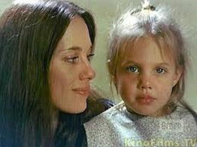 """Джон Войт снимался в фильме """"В поисках выхода"""" и попросил режиссера снять своих жену и дочку."""