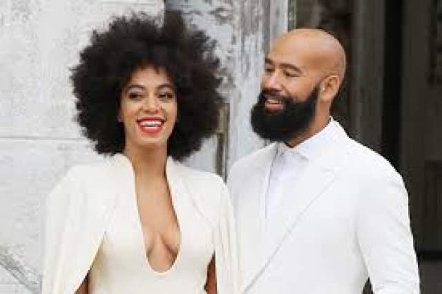 В 2007 году они развелись, а в 2014 году певица вышла замуж второй раз - за музыкального видеорежиссера Алана Фергюсона, с которым начала встречаться в 2008 году - то есть сразу после развода.