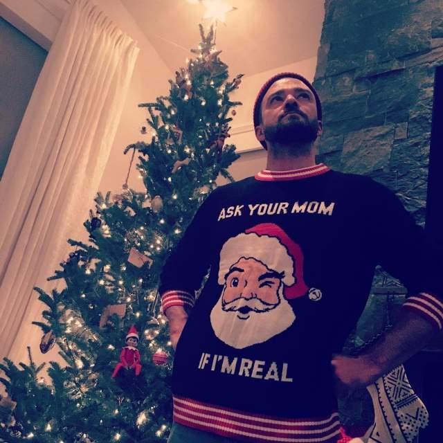 Джастин Тимберлейк отмечал Новый год дома в уютном свитере.