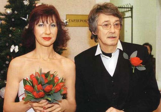"""Уже в зрелом возрасте """"Арамис"""" женился в пятый раз - на Екатерине Табашниковой, с которой был знаком около десяти лет. Именно она и дочь Настя были ему опорой в последние годы жизни."""