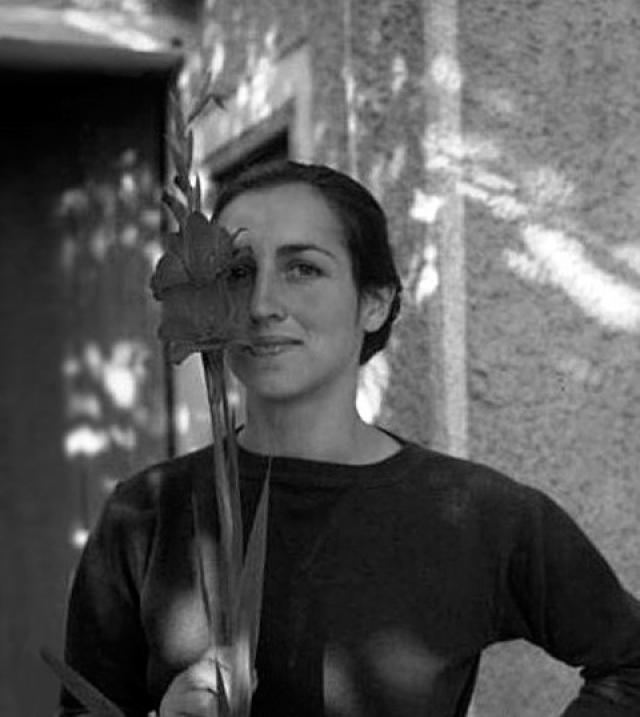 В 1943 году Пикассо встретил женщину, которую ему не удалось сломить: Франсуаза Жило встретилась ему в ресторане, и он тут же пригласил ее... принять ванну: Париж был в оккупации, и горячая вода была настоящей роскошью.