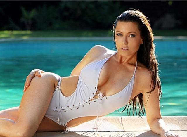 70. Ребекка Грант - телеведущая, певица и модель.