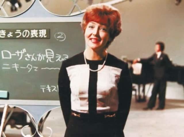"""Ведущей КВН Жильцова была больше 10 лет, пока программу не закрыли в 1972 г. После этого она вела """"Песню года"""", """"Утреннюю почту"""", """"Огонек"""" и другие передачи и концерты. Дважды ее отправляли на год в Японию, где пользовалась огромной популярностью в передаче """"Говорите по-русски""""."""