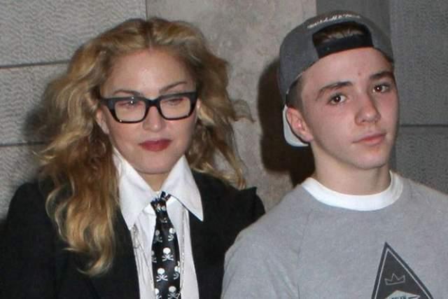 Мадонна. В 2016 году певица получила судебное оповещение о том, что ее лишили родительских прав в отношении сына Рокко, право опеки над которым перешло ее бывшему мужу, режиссеру Гаю Ричи.