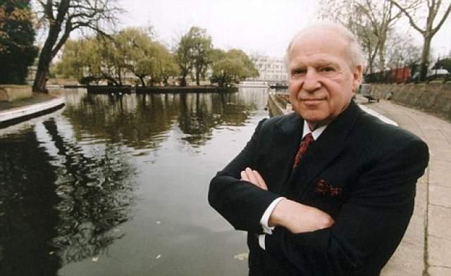 В начале 1979 года он провел компьютерную выставку COMDEX в Лас-Вегасе, наладив сотрудничество с молодыми фирмами наподобие Microsoft и Apple. В 1995 году он продал право на проведение мероприятия японскому концерну SoftBank.