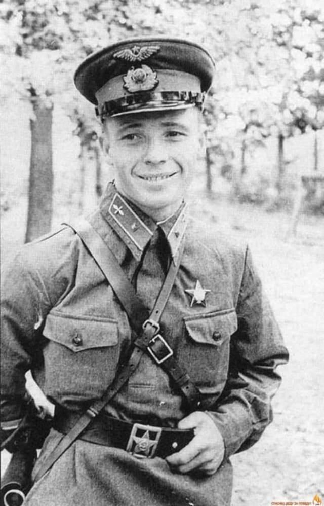 Виктор Талалихин, (1918-1941). Заместитель командира эскадрильи 177-го истребительного авиационного полка ПВО.
