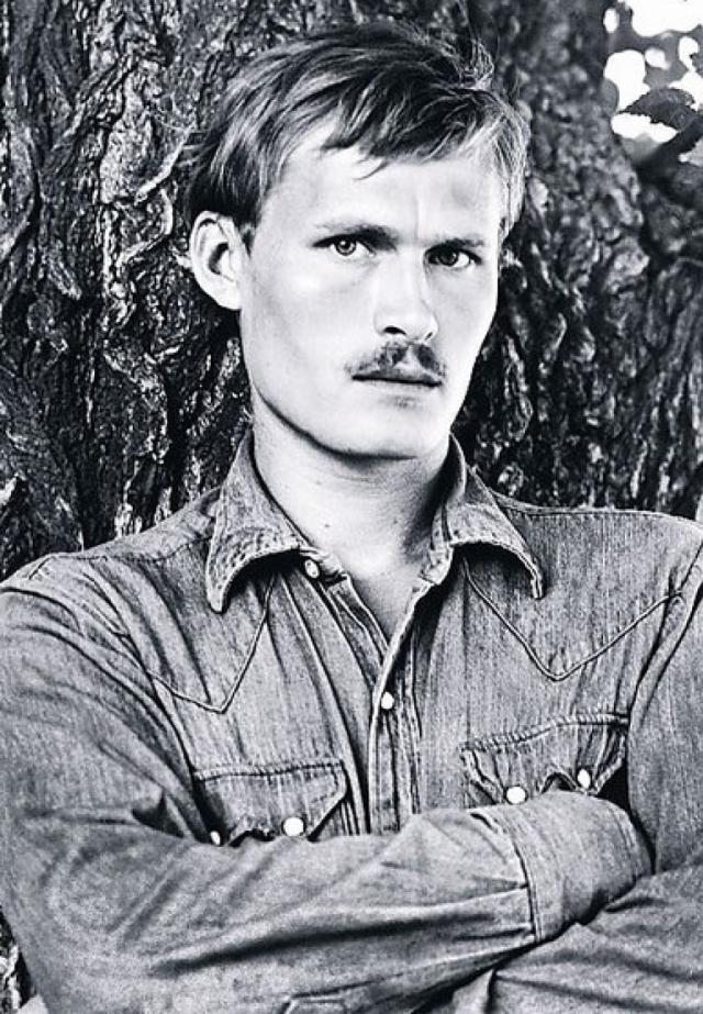 """13 апреля 1978 года 24-летний Станислав Жданько скончался от удара кухонным ножом в грудь. Малявина заявила, что он сам закололся ножом в состоянии """"психического расстройства""""."""