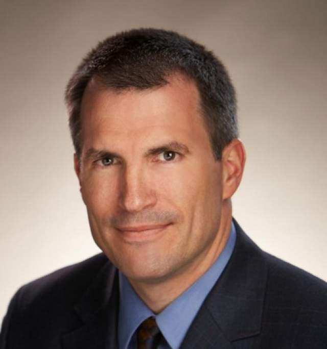 Джим Пирс? 61 год . Исполнительный директор страховой корпорации AON в Нью-Йорке и по совместительству кузен Джорджа Буша 11 сентября должен был выступать на бизнес-конференции, которая проходила на 105-м этаже южной башни.