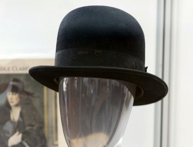 Котелок и трость Чарли Чаплина проданы на аукционе более чем за $60 тысяч.