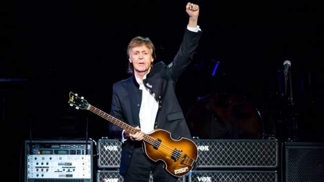 Всего на его счету более 40 пластинок (альбомов и концертных записей), и останавливаться певец не планирует.