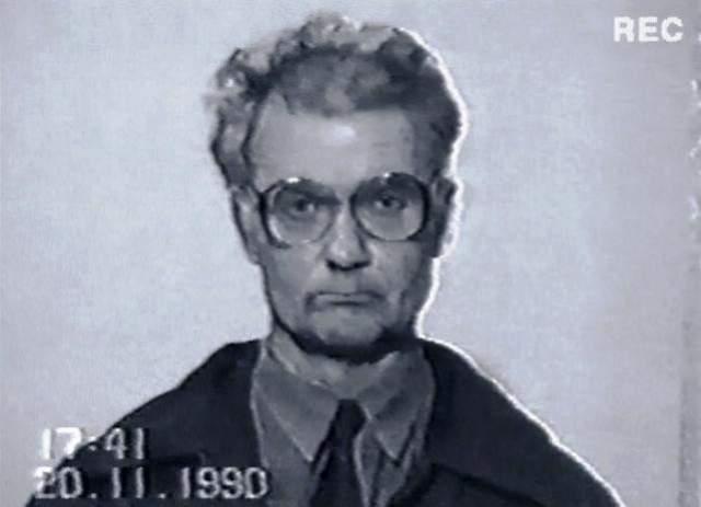 Третьим подозреваемым стал маньяк Андрей Чикатило, который был обвинен в 53 убийствах, среди которых было и убийство Елены Закотновой. Показания Чикатило по первому убийству постоянно путались, противоречили друг другу, в итоге это обвинение было с него снято, а преступника расстреляли из-за других преступлений.