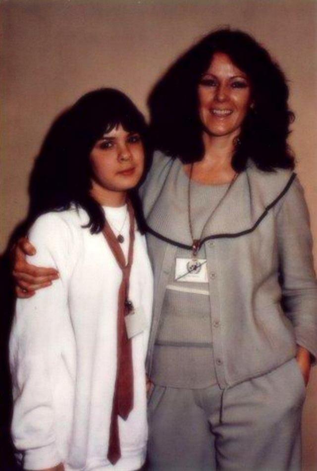 В 1998 году Анни-Фрид ждала новая трагедия: ее дочь от первого брака, Лиса-Лотта, разбилась насмерть в ДТП.