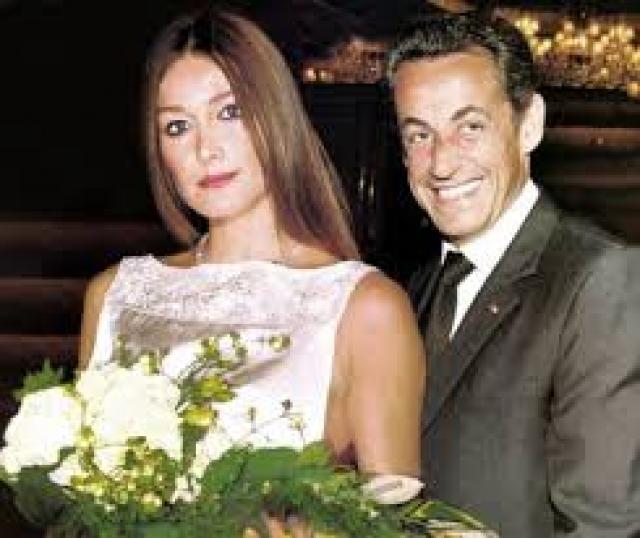 Официально первой леди Франции Карла стала в 2008 году, когда состоялась их с Саркози свадьба в Елисейском дворце, а в 2011 году у пары родилась дочь Джулия.