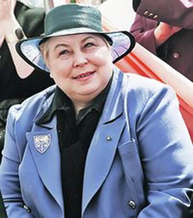 Лидия Иванова. Писательница, журналист, актриса и телеведущая. По приглашению Влада Лисьева с 3 мая 1994 по 28 марта 1995 года вела одно из первых российских ток-шоу «Тема».