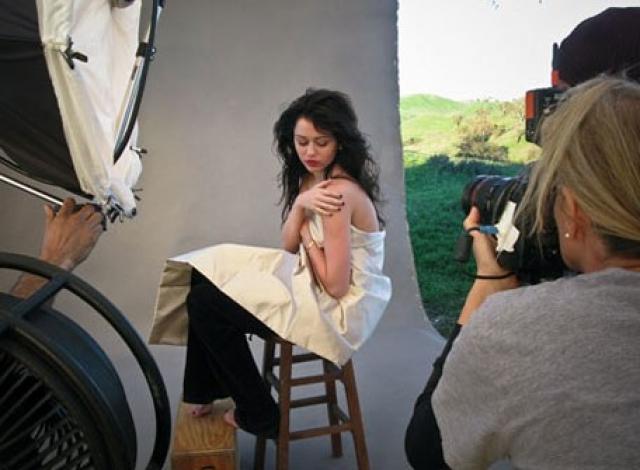 Снимки появились в журнале Vanity Fair и вызвали бурную реакцию фанатов и прессы.