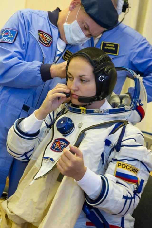 """26 сентября 2014 года Серова начала свою работу в качестве бортинженера-1 пилотируемого корабля """"Союз ТМА-14М"""", а 12 марта 2015 года благополучно вернулась из экспедиции."""