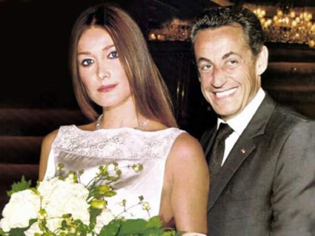 Они познакомились в 2007 году, почти сразу же Саркози развелся с женой, а еще через несколько месяцев женился на Карле. 2 февраля 2008 года свадьба Бруни и Саркози состоялась в Елисейском дворце. Кстати, впервые глава Французской республики женился, будучи в должности президента. 19 октября 2011 года Карла Бруни родила дочь Джулию.