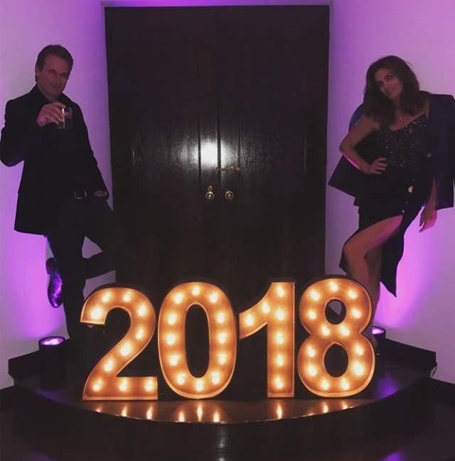 Синди Кроуфорд встречала Новый год с мужем.