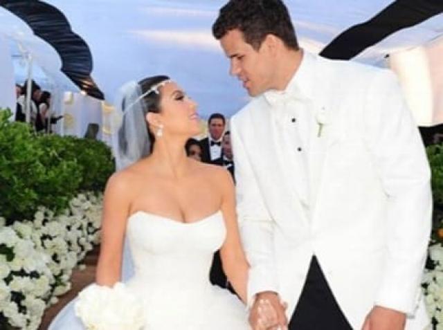 С большим шумом прошла свадьба Кардашьян с баскетболистом Крисом Хамфрисом, состоявшаяся в 2011 году. На торжество в роскошное поместье молодые пригласили более 500 гостей, включая многих голливудских звезд, а стоимость праздника вызвала волну недовольства.