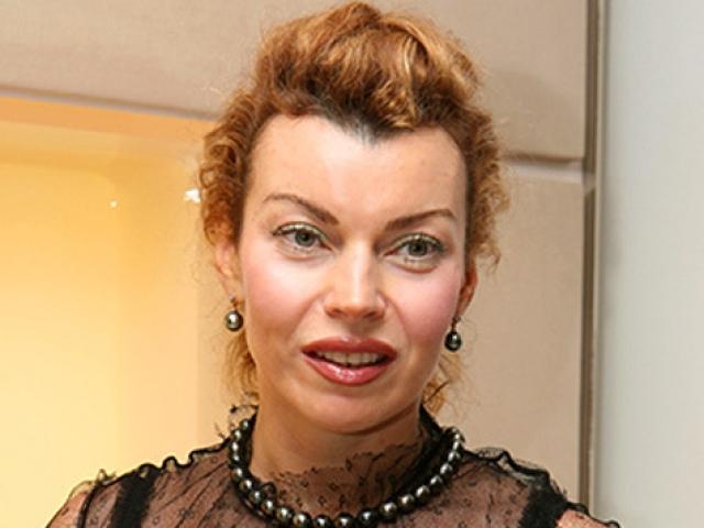 """Позже Лада была бэк-вокалисткой Филиппа Киркорова и пела на разогреве группы """"Кар-Мэн"""", но этого ей показалось мало. Она уехала в Европу, но и там успеха не достигла."""