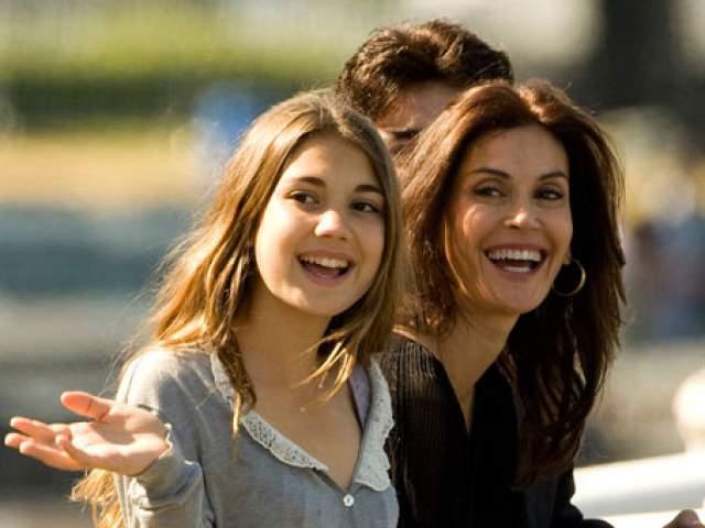 Зато у нее есть дочь от второго брака с актером Джоном Тенни, Эмерсон, ей 20 лет. Прожила пара вместе девять лет.
