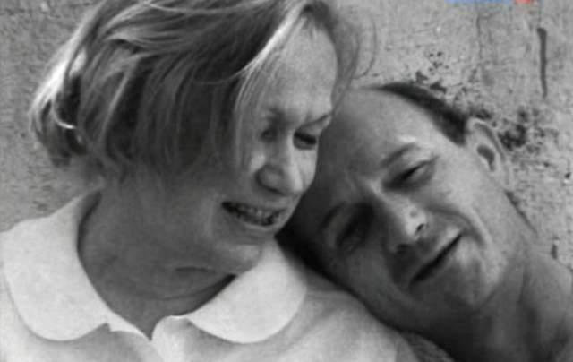 """На похоронах Майи Григорьевны ее близкая подруга поведала, что накануне трагедии актриса шепотом с улыбкой сказала ей: """"Я знаю, что скоро встречусь с мужем""""."""