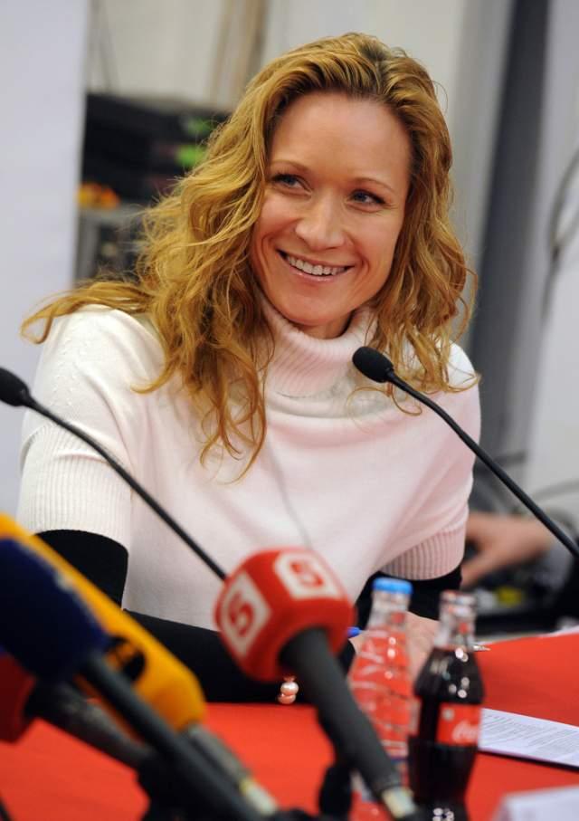 Отметим, что Киселева - профессиональная спортсменка, трехкратная чемпионка Олимпийских игр по синхронному плаванию.