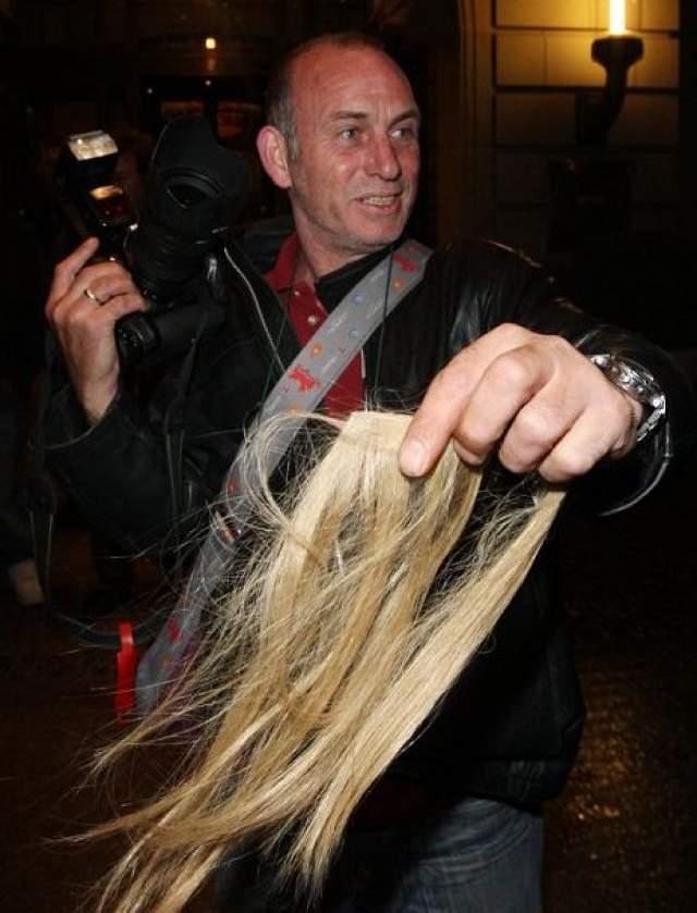 Случай произошел, когда модель покидала отель Adlon в Берлине.