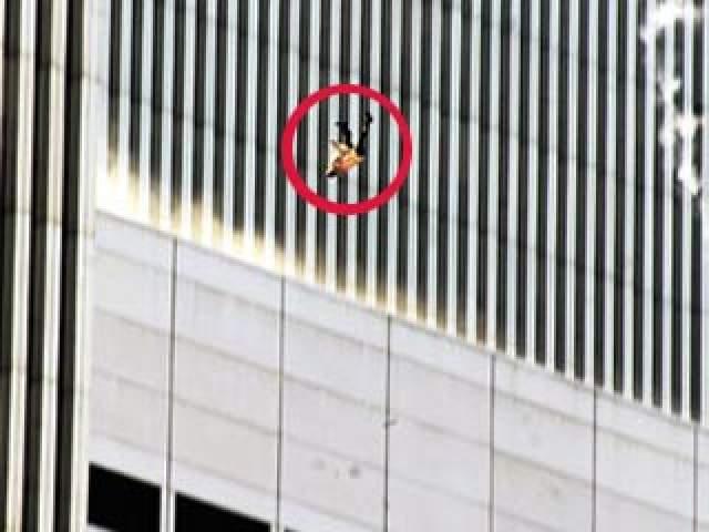 Кроме этого, много лет спустя Майкл помог прессе, когда разгадал тайну облетевшего весь мир снимка, где выпрыгнувший из башни человек спокойно летил вниз. По словам шеф-повара, это мог быть 43-летний Джонатан Брили, сотрудник его ресторана: у Брили была такая же оранжевая футболка и очень похожа фигура.