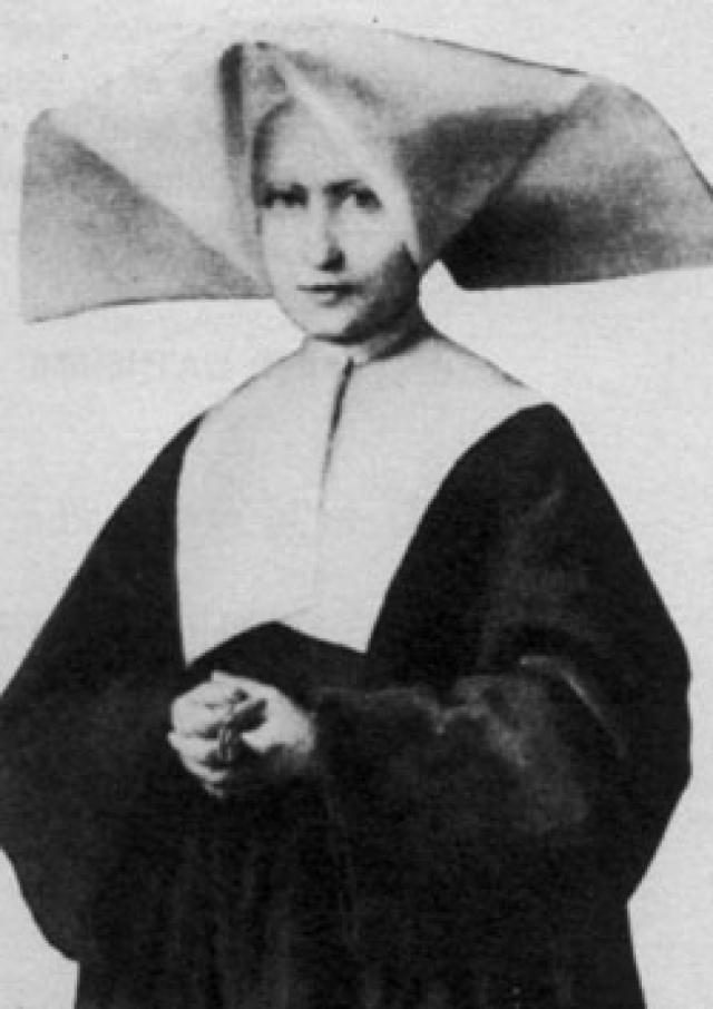 Катарина Лабуре. Девочка появилась на свет в многодетной крестьянской семье, росла совершенно безграмотной и мечтала пойти за старшей сестрой в монастырь.