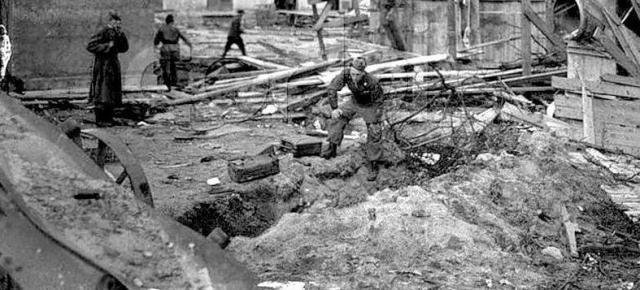 Тела Гитлера и Евы Браун были обнаружены красноармейцем Чураковым 4 мая, но почему-то целых 4 дня пролежали без освидетельствования. Они были доставлены для осмотра и идентификации в один из берлинских моргов 8 мая.