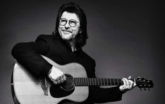 """В 1974—1979 годах играл в группе """"Високосное лето"""", так как в 1974-м поругался с клавишником и барабанщиком Сергеем Кавагоэ."""