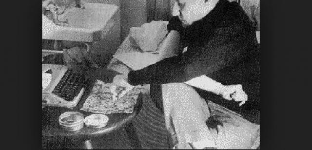 Почти всю свою жизнь писатель употреблял героин, и многие из известнейших его работ - это по большей части наполовину автобиографические размышления о собственных опытах с наркотиками. К моменту своей смерти он все же прибег к метадоновой заместительной терапии.